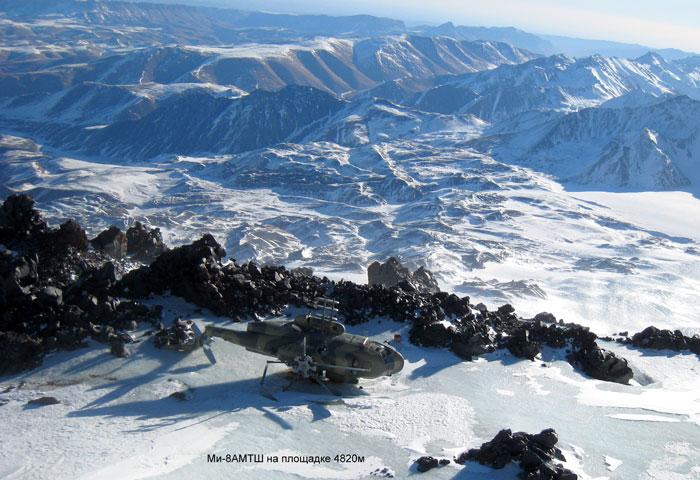 Ми-8АМТШ на скалах Ленца - площадка 4820м.